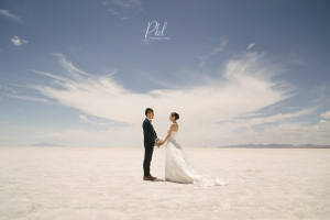 Salar de Uyuni wedding shoot